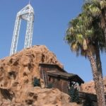 Knott's Berry Farm Log Ride Smashed Girl's Face and Knocked Her Out, Lawsuit Alleges