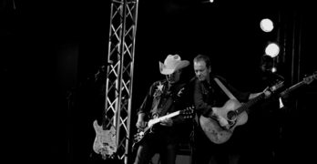 Kiefer Sutherland Brings Outlaw Country Rock to Malone's